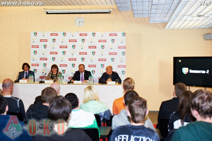 Встреча игроков и руководства Локомотив-2 с болельщиками