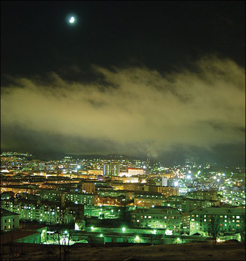 Мурманск и луна. topfotki.livejournal.com/339497.html