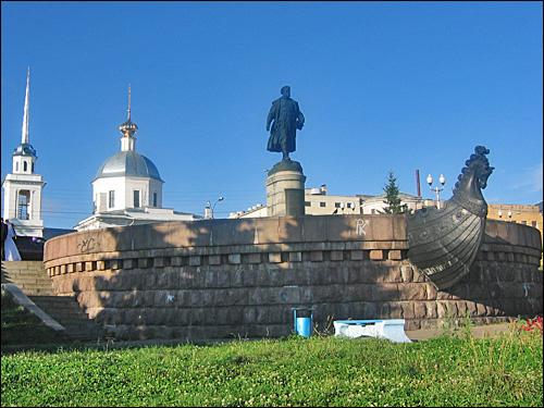 Памятник Афанасию Никитину в Твери. Фото Wel