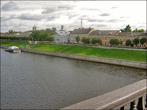 Вид на набережную Волги с моста. Фото Wel