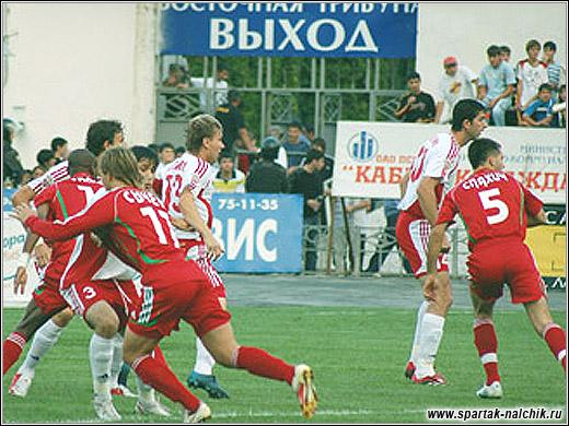 Борьба без мяча. Фото с сайта Спартак Нальчик.