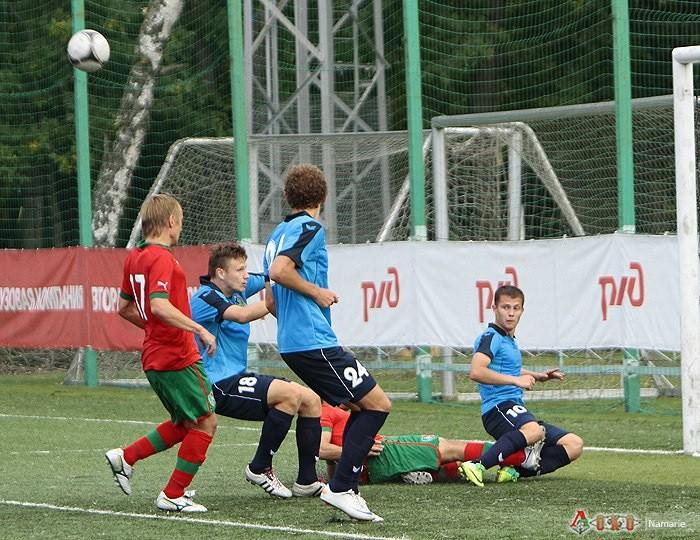 Фото с матча Локомотив 2 - Карелия